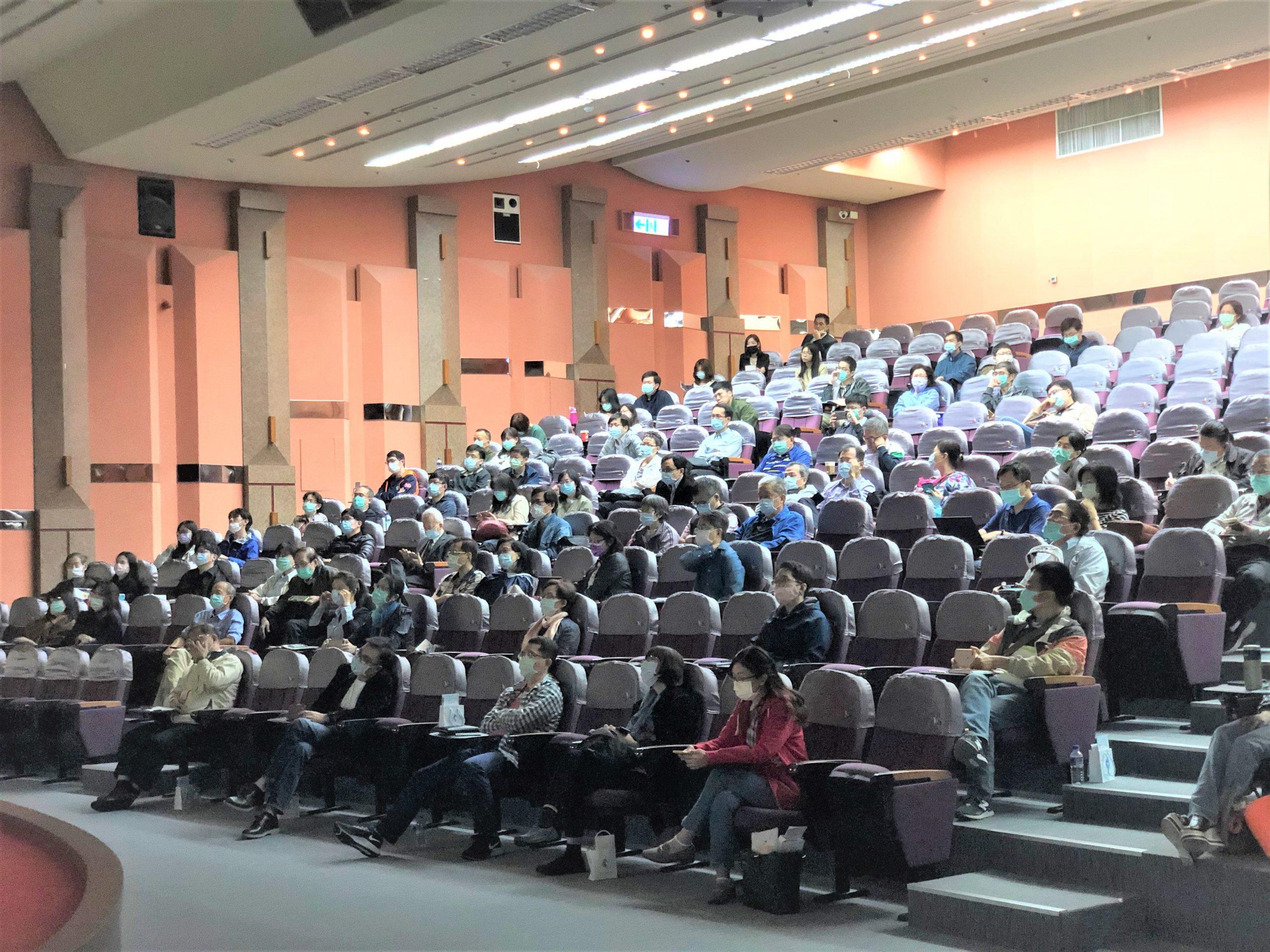 本公司於2020年10月25日於台北市青少年發展處國際會議廳舉辦兒童皮膚照護與治療特別演講-由台大醫院江伯倫副院長主持,林仲醫師與Dr. Christian Diehl 主講,共有108位醫師出席